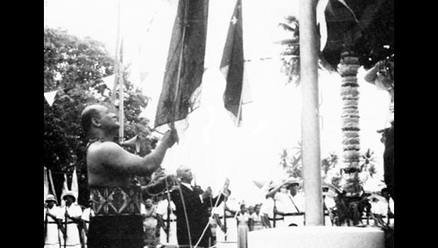 Two Prime Ministers, Mata'ata Faumuina Faime Mulinu'u II and Keith Holyoake, lower their countries' flags