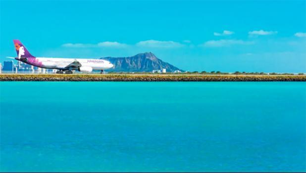 Hawaiian Airlines plane on HNL reef runway