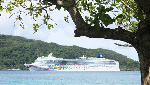 Norwegian Jewel entering Pago Pago bay yesterday