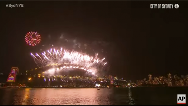 New Years fireworks at Sydney Opera House 2020