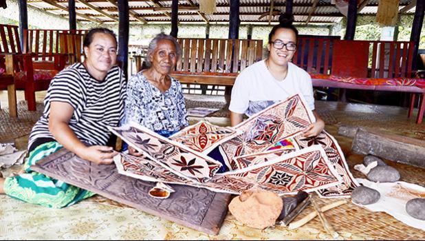 Faapito Lesatele, Faamuli Salu, Tamasailau Lemuelu with their siapo