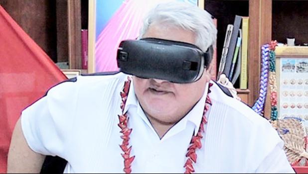 Samoa PM Tuilaepa Dr. Sailele Malielegaoi tries out some Virtual Reality goggles