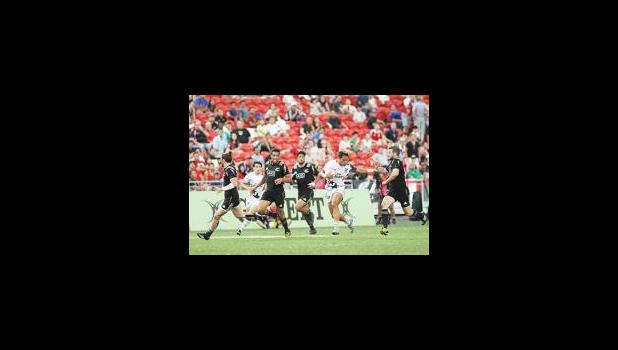 USA's, Maka Unufe, breaks several NZ All Black tackle attempts in his powerful long distance second half try in the Eagles loss 12-19 in the Singapore 7s, day 1, Singapore National Stadium.  [photo: Barry Markowitz]