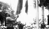 Two Prime Ministers, Mata'ata Faumuina Faime Mulinu'u II and Keith Holyoake, lower their countries' flags
