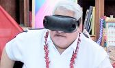 Samoa PM Tuilaepa Dr. Sailele Malielegaoi tries out some Virtual Reality goggles